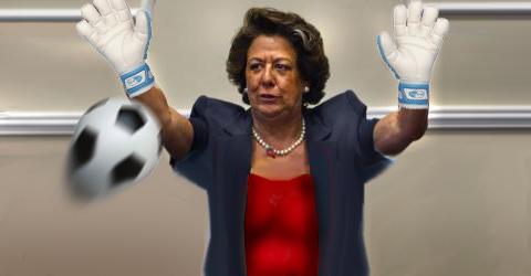 Rita a punto de para un balón con la cara